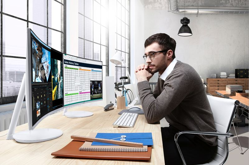 Choosing a curved monitor for work
